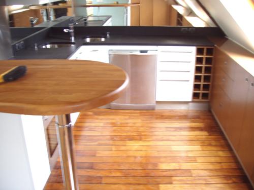 Parquet flottant infos conseils et prix sur notre style de parquet pont de - Parquet stratifie cuisine ...